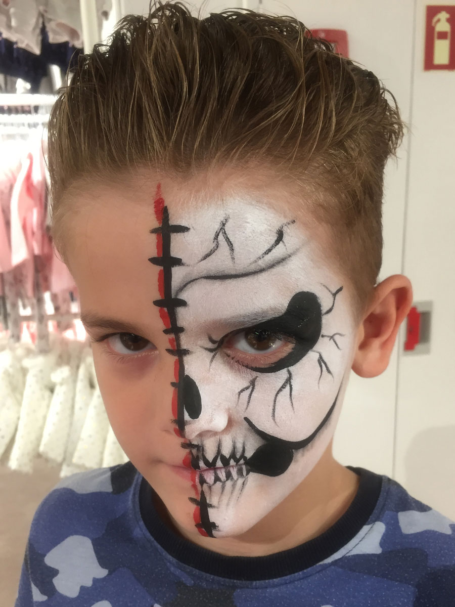 Maquillage garçon professionnel squelette