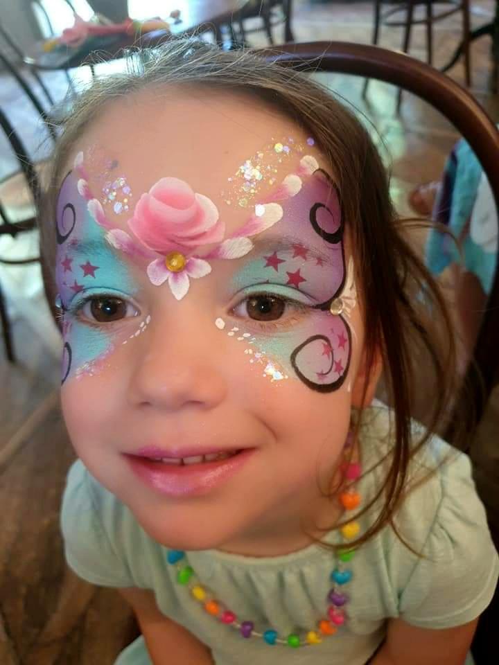Maquillage fille professionnel papillon rose